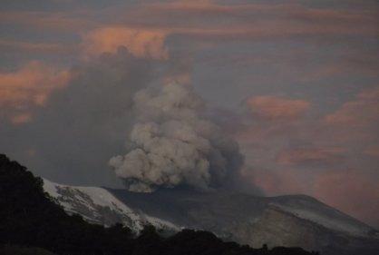 Volcán Nevado del Ruiz registra nueva emisión de ceniza